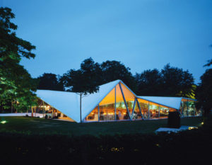 foto Serpentine-Gallery-Pavilion-2000-by-Zaha-Hadid 2