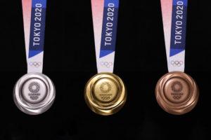 tokyo 2020 medaglie eco sostenibili Junichi Kawanishi front
